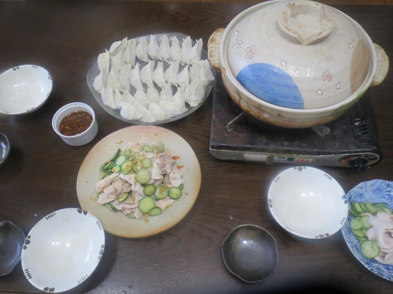 水餃子、豚と胡瓜の和え物