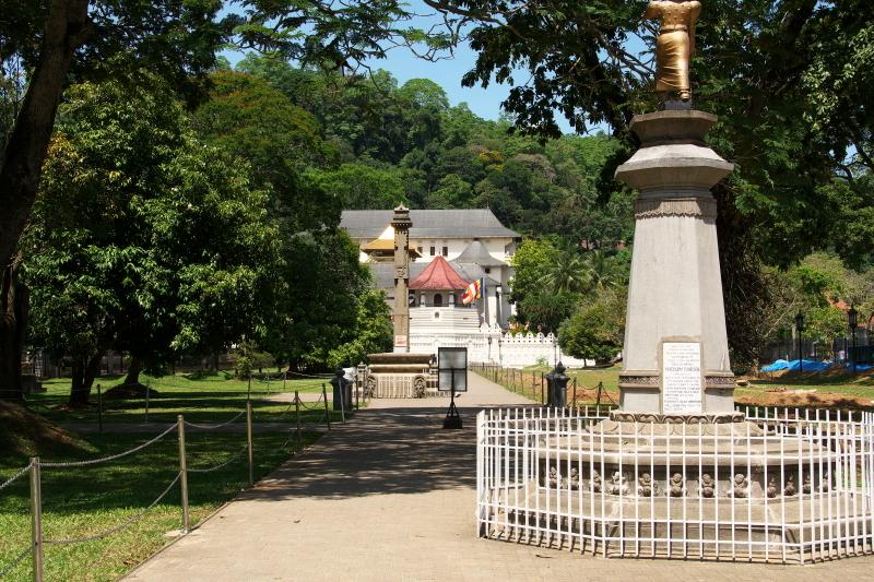 仏歯寺  (1)