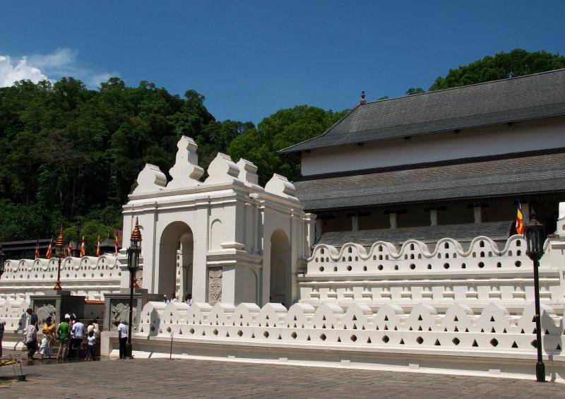 仏歯寺  (2)