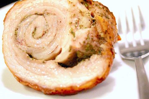 小さな豚バラ肉で作ったポルケッタ