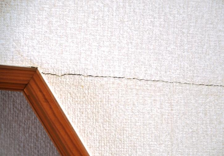 天井の亀裂