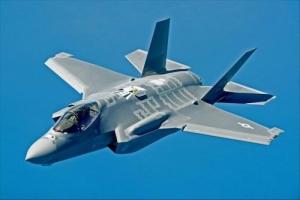 F-35_ステルス戦闘機 .jpg