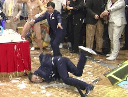 フジのバラエティー生番組で派手に転倒した爆笑問題・太田光について 「意識朦朧などの症状が出たがCT検査では骨折などの異常は無し。大事をとって24時間の経過観察」
