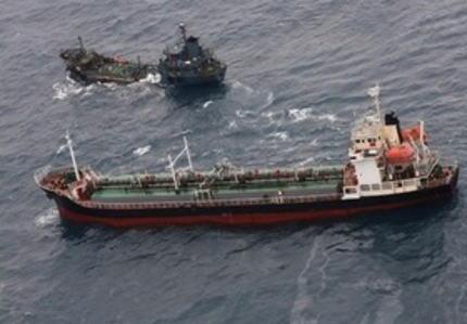 日本に派遣されているイギリス海軍艦艇、東シナ海で「瀬取り」をしていた北朝鮮の船を発見 … せどりを行っていたもう一方の船の船籍は不明