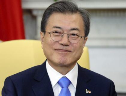 韓国・文在寅大統領「日本とは良い関係を築かなければならないが、日本は過去の問題をしきりに持ち出し、国内政治に利用しておりとても残念だ。両国関係の根幹が揺るがないよう互いに知恵を絞っていくべきだ」