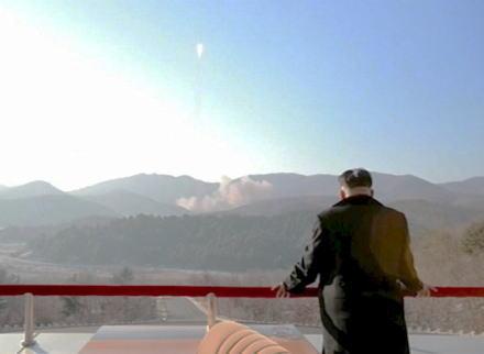 北朝鮮、4日午前に東部の元山から東に向け短距離ミサイルを発射、日本への直接被害は確認されず … 弾道ミサイルではなく、国連安保理の制裁決議に違反しないよう配慮か