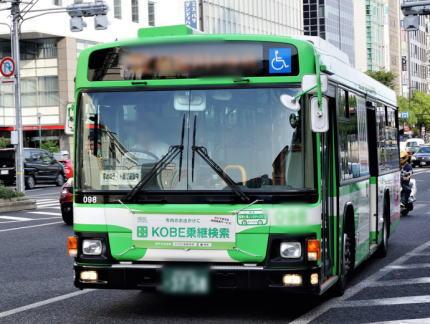 父親と横断歩道を渡っていた小4女児(9)「左折中の市バスがお尻に当たった」→ ドラレコ分析の結果、接触の事実無し 人身事故とせず - 神戸