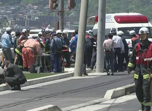 大津の県道交差点事故、右折車にあてられて信号待ちの園児らがいる歩道に突っこんだ直進車は完全なもらい事故(動画)