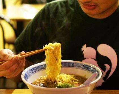 「麺を音を立てて啜る事(ヌーハラ)」の是非、再びネットで話題に … 本当に不快に感じているのか外国人に聞いてみた結果、「そういう文化なんだ」と受け入れられていた