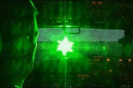 米軍横田基地周辺を飛行中の米軍機に地上からレーザー光を照射していた60代の男を威力業務妨害の疑いで逮捕 … 今年1~3月に同様の被害を複数確認、関連を調べる