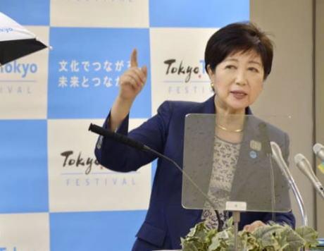 小池百合子都知事、東京五輪の暑さ対策で新製品の試作品を披露(画像) … 両手が使え、熱や光を遮る効果。 都知事「男性でも思い切ってこれを使ってみてはどうか」