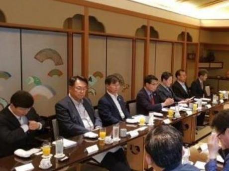 日本を訪問し冷遇された韓国野党議員、与党からの「何しに日本へ行ったんだ?」との批判に対し「日本の議員が3~4人出てくると確認していた。コリア・バッシングだ」と弁解 ←被害者面する為に、自らワタミ一人を指名してた事が暴露される