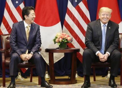 朝日新聞「安倍首相の外交に漂う手詰まり感。トランプ大統領との蜜月ぶりを演出するも、CNNやNYTは『空振りに終わった』 政権は外交を選挙に利用してないか」