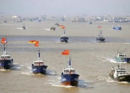 南シナ海の西沙諸島沖でイカ漁をしていたベトナム漁船、中国籍らしき船舶に「ここは中国の海域だ。今後は操業を認めない」と告げられ、漁獲したイカ2トンを持ち去られる … 漁船の関係者「海賊のようだったので抵抗しなかった」