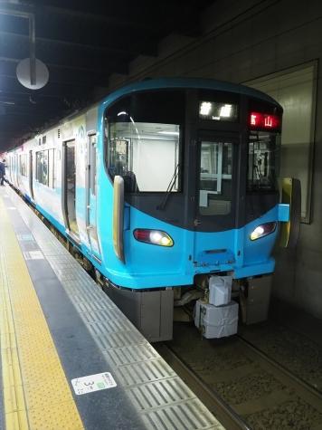 IRいしかわ鉄道 521系3次車【夜の金沢駅】