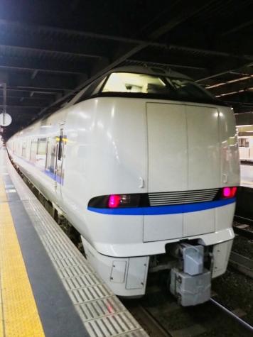 JR西日本 683系 特急サンダーバード(回送)【金沢駅】