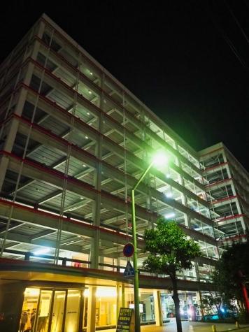 夜の立体駐車場【金沢駅西口】