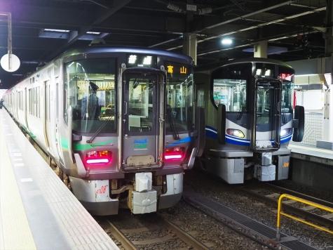 あいの風とやま鉄道 521系 電車【朝の金沢駅】