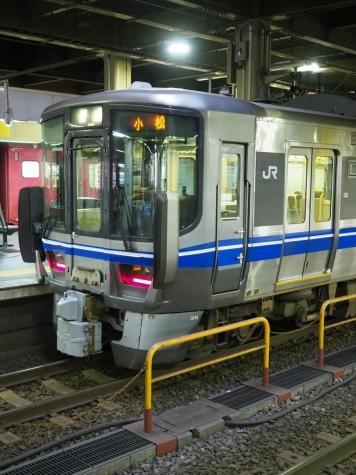 JR北陸本線 521系 電車【朝の金沢駅】
