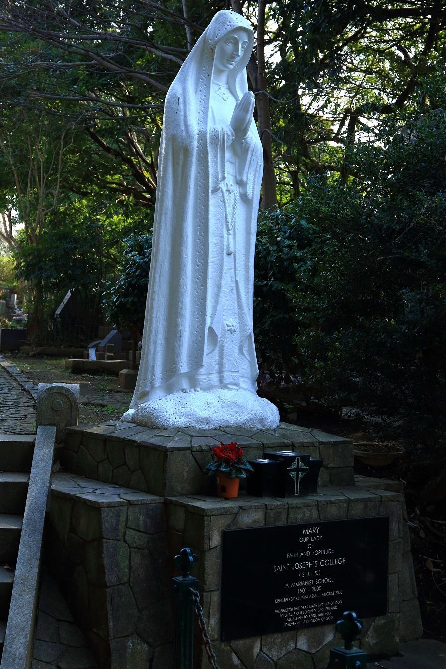 ブログ 墓地のマリア様.jpg