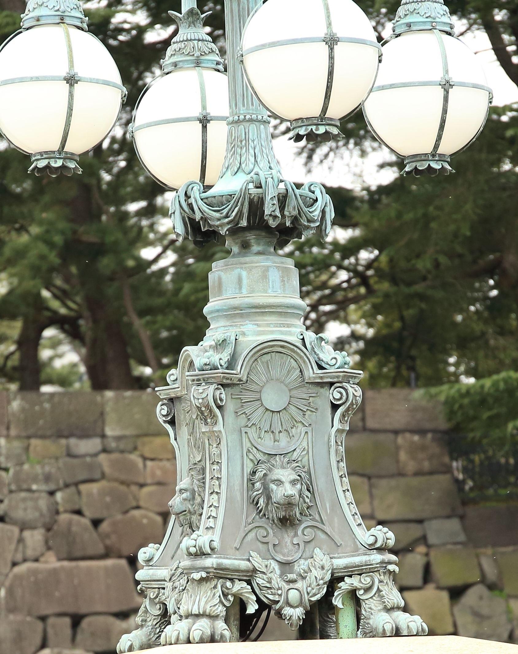 ブログ 凛々しいお顔の正面鉄橋のライオン.jpg
