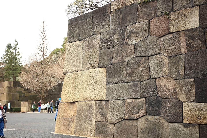 ブログ 立派な石垣.jpg