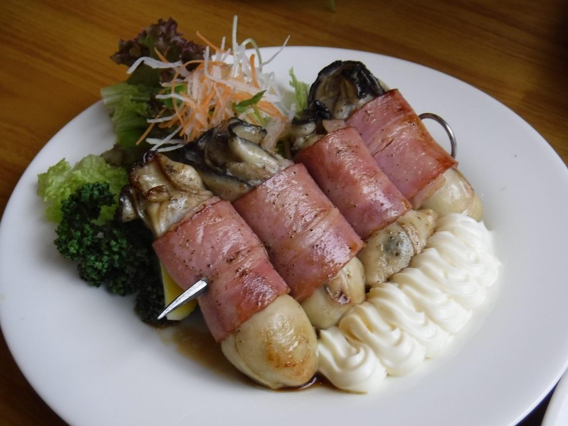 ブログ  牡蠣のベーコン巻.jpg