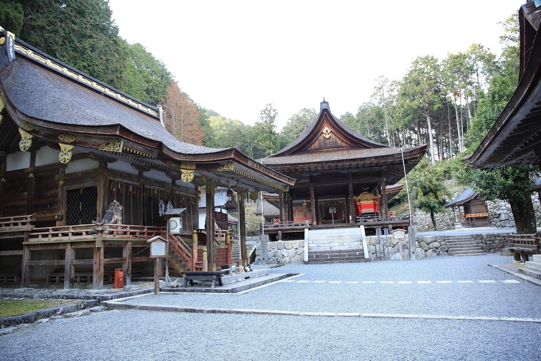ブログ 東本宮の拝殿.jpg