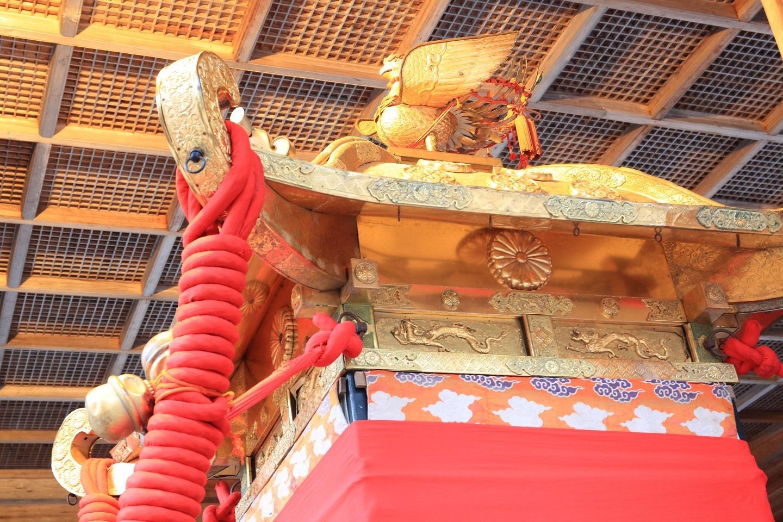 ブログ 菊の御紋のある神輿.jpg