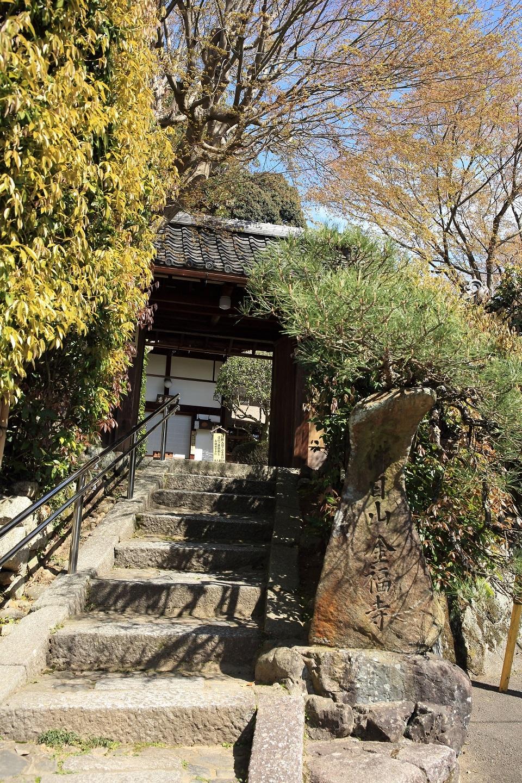 ブログ ひっそりとある金福寺(こんぷくじ)の御門.jpg