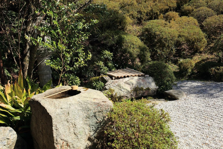 ブログ 静かかな 京の寺の 独り春.jpg