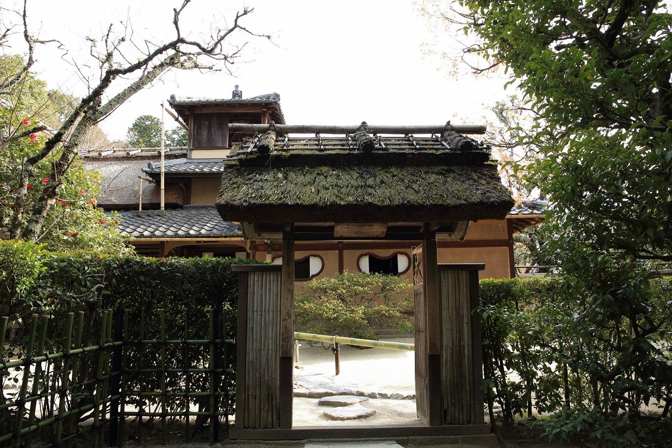 ブログ 老梅関(ろうばいかん)の門、何か目に見えない?.jpg