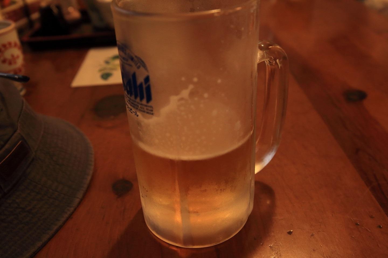 ブログ 一気に流し込むジョッキのビール.jpg