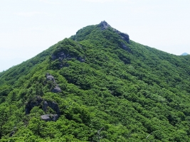 白雲山上峰