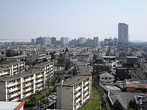 1280px-Matsubara-danchi_004,_Soka,_Saitama_prefecture,_Japan