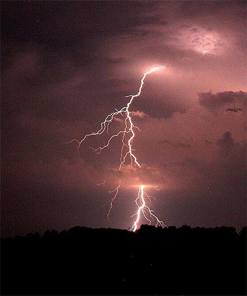 雷雲は10億ボルト