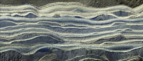火星の北極の地下に大量の氷を発見