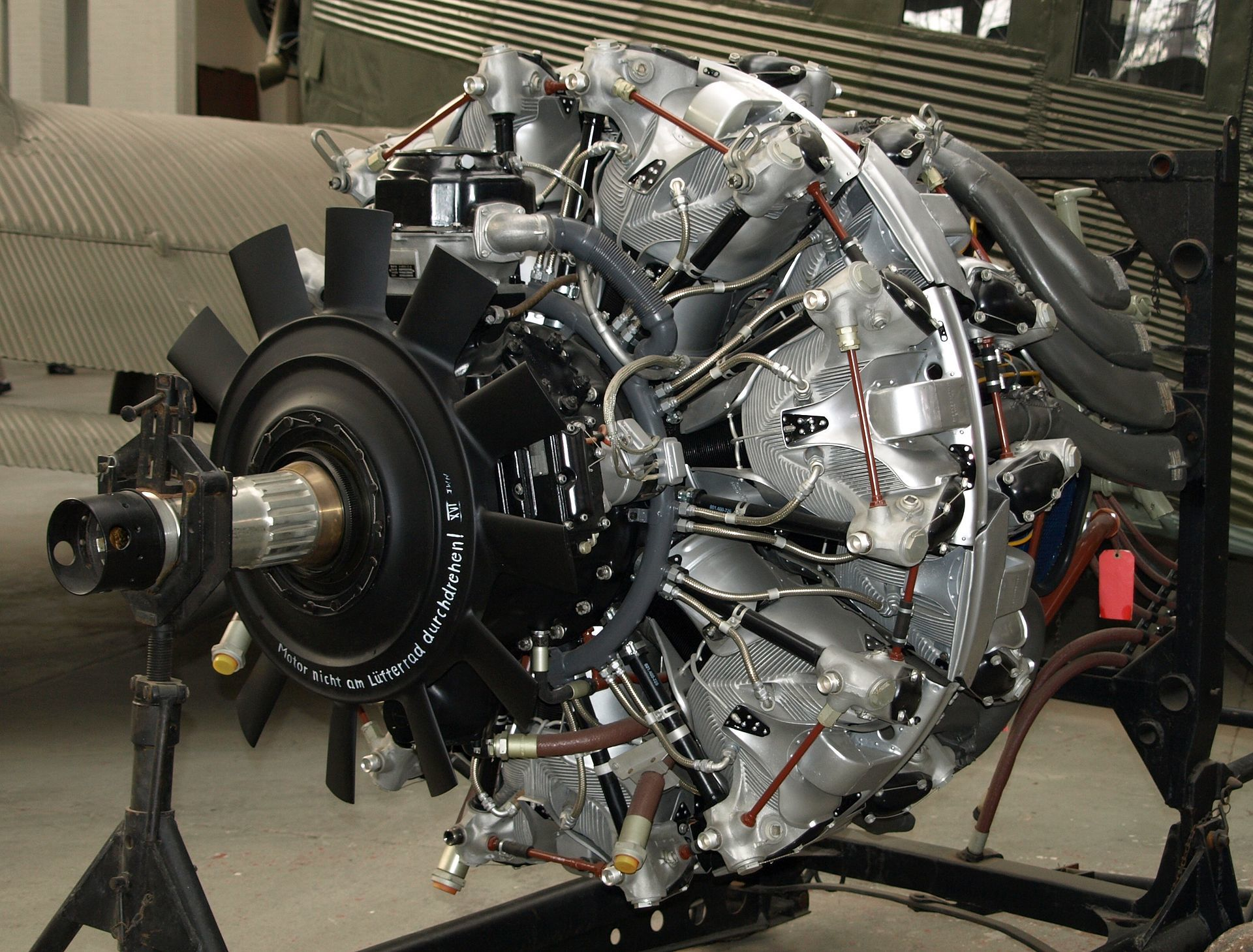 1920px-BMW_801D_Duxford.jpg