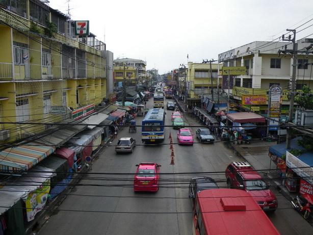 歩道橋から Nonthaburiの街2_サイズ変更