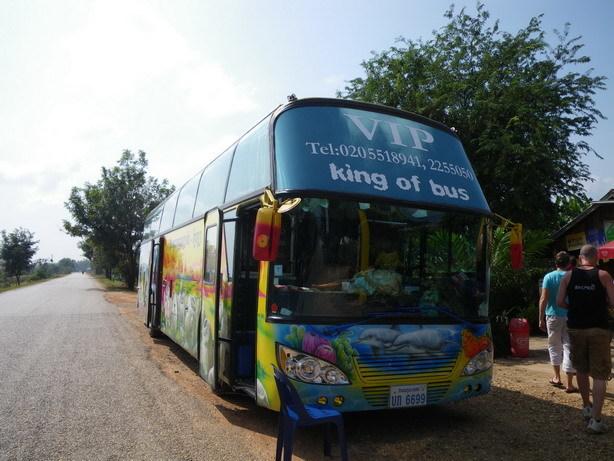 バンビエン行きのバス1_サイズ変更