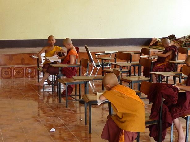 寺の中の学校2 自習中_サイズ変更