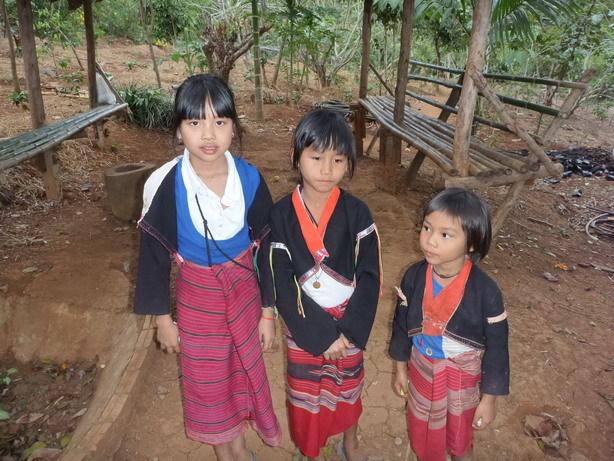 パドゥン族の子供_サイズ変更