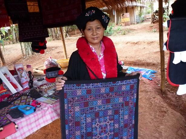 ヤオ族の女性4_サイズ変更