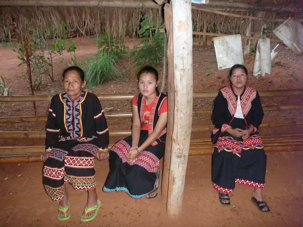 ラフー族の女性 ラフー族はチベットから来た_サイズ変更