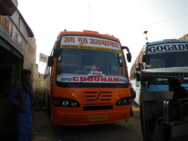 ジャイサルメール行きのバス1 Bombay motor circleにて_サイズ変更