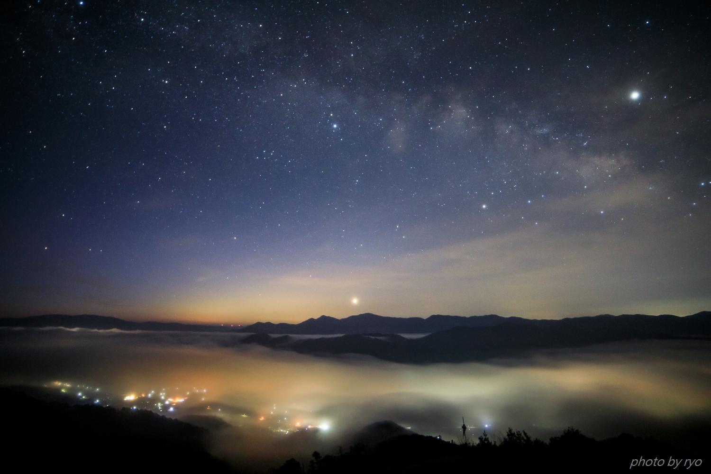 飛行機雲の朝_1