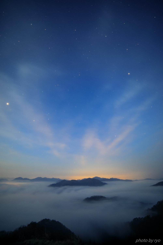 飛行機雲の朝_3