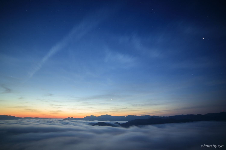 飛行機雲の朝_4