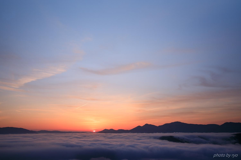 飛行機雲の朝_6