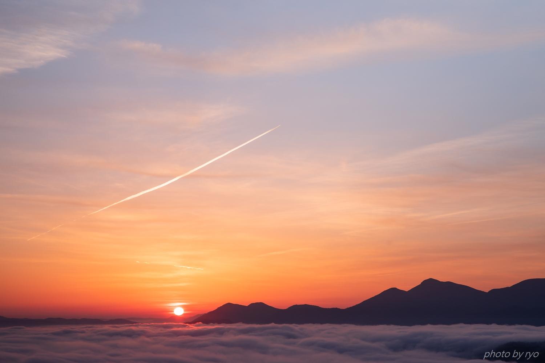 飛行機雲の朝_7